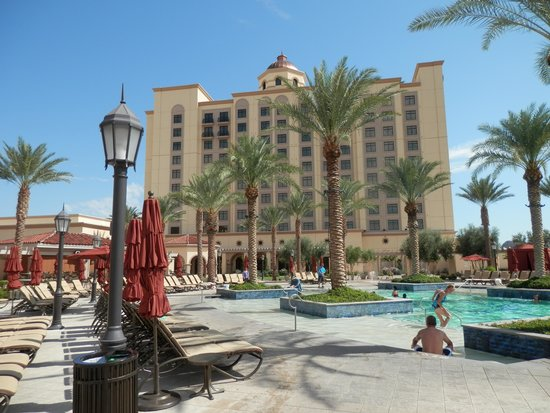 Casino Del Sol: Hotel from the pool.