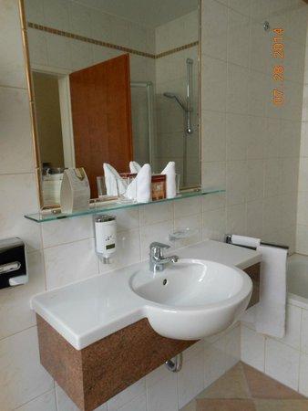 Hotel Stefanie : Bathroom