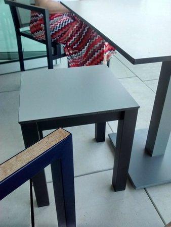 Parador de Cádiz: Muebles incómodos en la terraza
