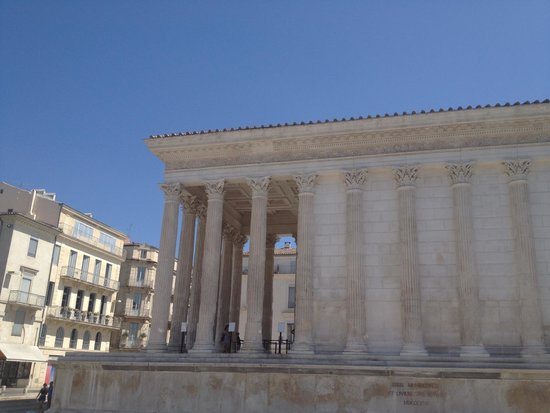 La Maison Carrée : The temple