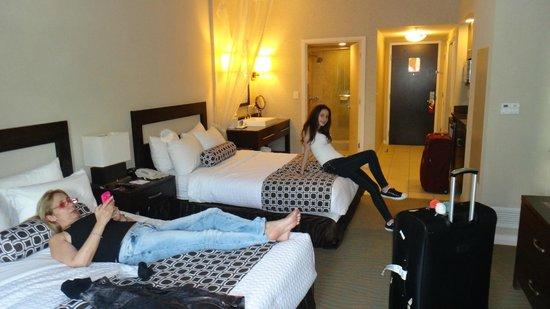 DoubleTree Resort by Hilton Hollywood Beach: Habitación mirando al sector del baño