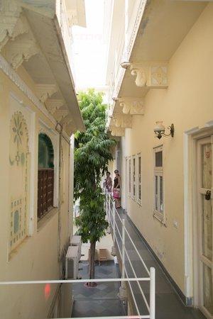 Hotel Aashiya Haveli: Hallway