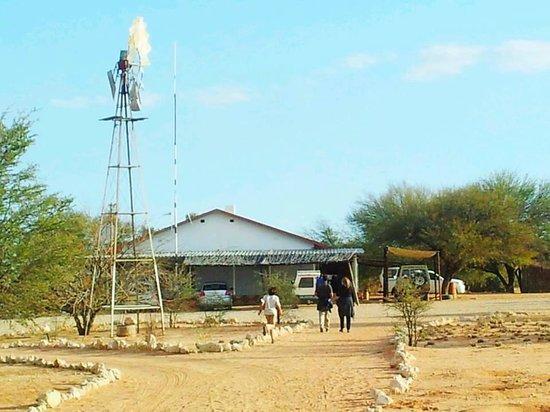 Kalahari Trails: Das große Gästehaus, wenn man vom Campingplatz kommt