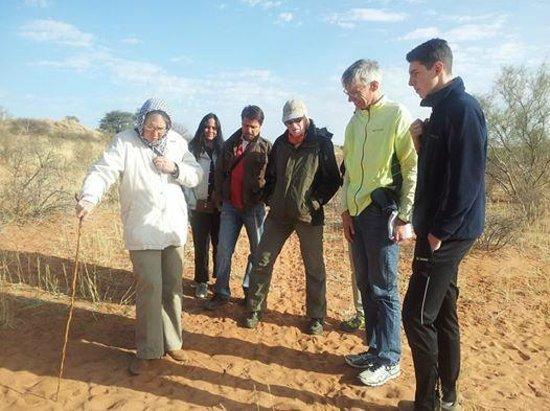Kalahari Trails: Track & Tracking Guided Tour mit Prof. Anne Rasa