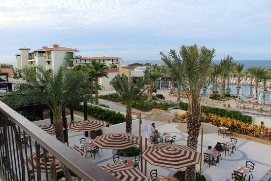 Secrets Puerto Los Cabos Golf & Spa Resort: Outdoor seating at the Market Cafe