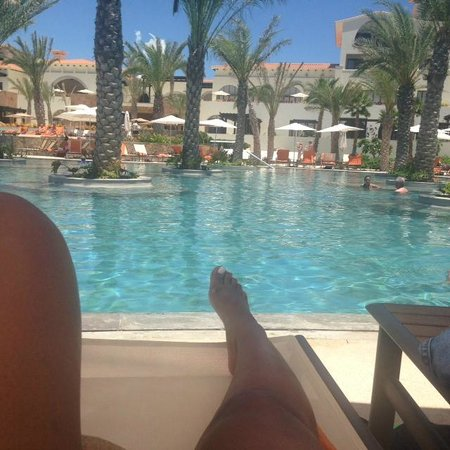 Secrets Puerto Los Cabos Golf & Spa Resort: Sitting at the main pool near the bar