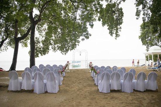 Almond Beach Resort: Ceremony on Beach