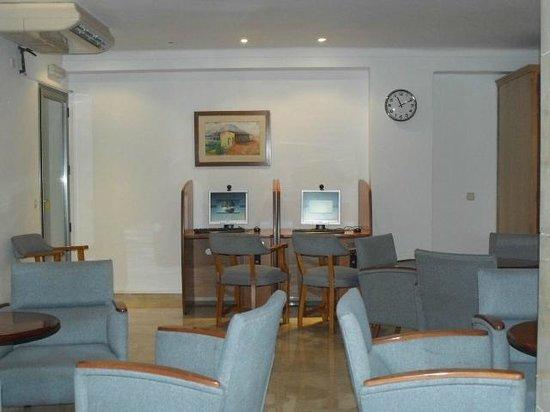Cristina Villas  Apartments: Hotel lobby