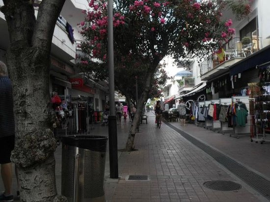Cristina Villas  Apartments: Cala Millor shopping street
