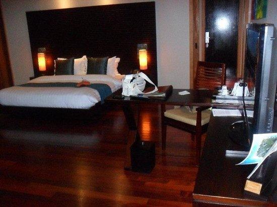 Vakarufalhi Island Resort : La camera del nostro overwater