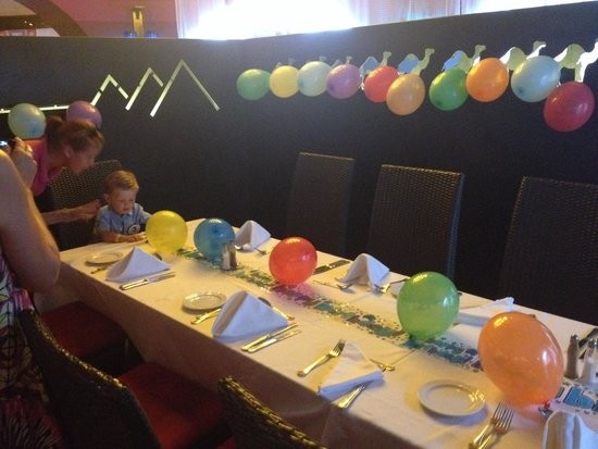 Mercure Hurghada Hotel: The staff decorated our table beautifully for my little brothers birthday
