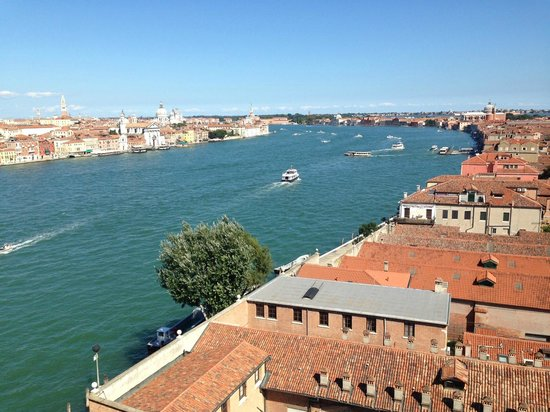 Hilton Molino Stucky Venice Hotel: Stunning View from the rooftop pool