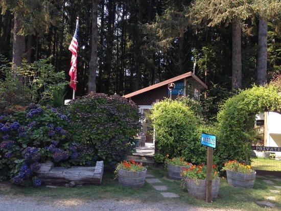 Azalea Glen RV Resort: Don't miss the offfice!