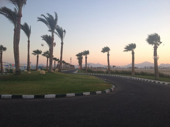 Mercure Hurghada Hotel: View from outside the hotel