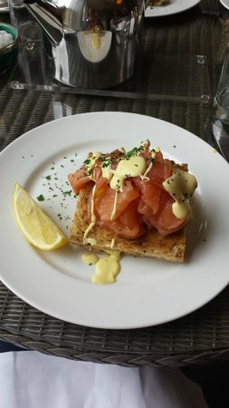 Villa at Henrietta Park: Eggs royale on toast