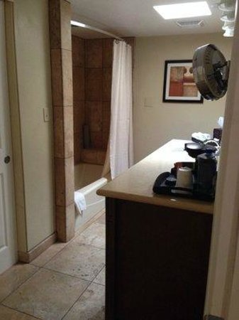 Westward Look Wyndham Grand Resort and Spa : Large bathroom with lots of towels
