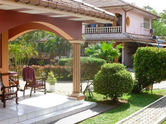 Paradise Holiday Village: Уютный внутренний двор отеля