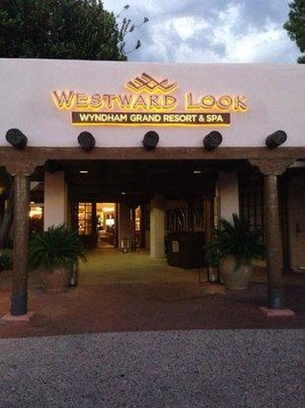 Westward Look Wyndham Grand Resort and Spa: Main entrance to the resort