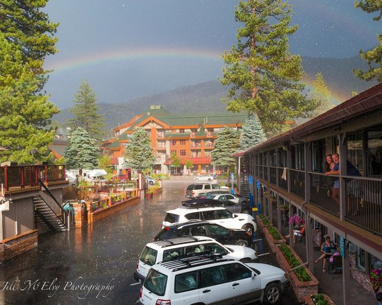 Stardust Lodge : Quick storm passes through...and a rainbow appears!
