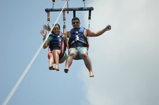Sandals Grande St. Lucian Spa & Beach Resort : Parasailing