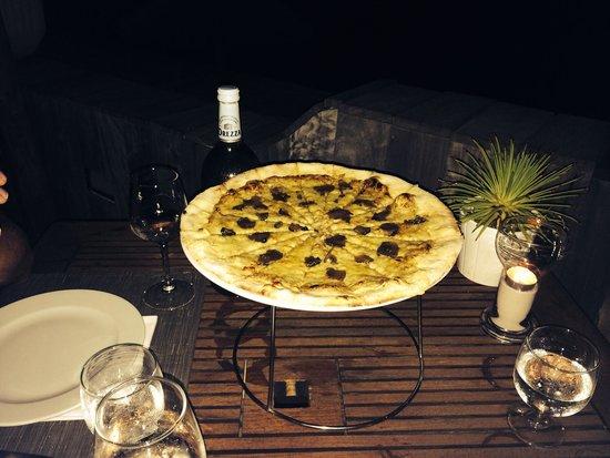 Ranch'O Plage : Pizza Cèpes et truffes fraîches. Fantastique en apéro à partager.