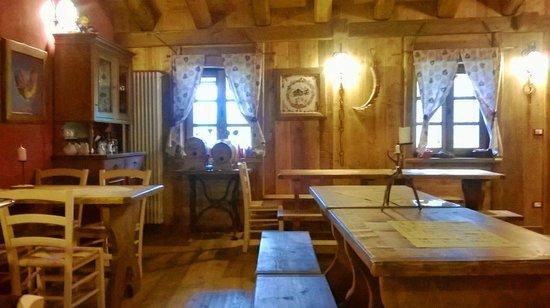 Interno foto di rifugio alpino santa pulenta locana for Foto interni baite di montagna