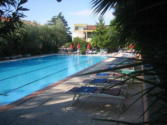 Sport Hotel Olimpo: pool m værelse i baggrunden