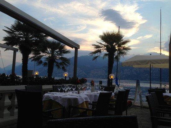 Hotel Excelsior Bay: Terrasse