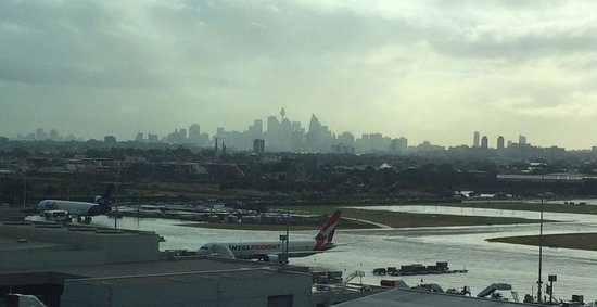 Rydges Sydney Airport Hotel: View of city from room