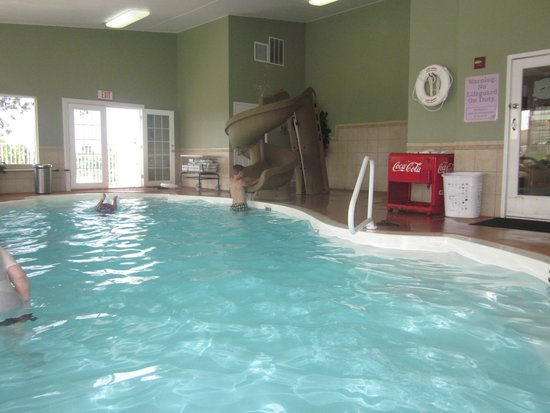 LakeHouse Hotel: indoor pool with small slide