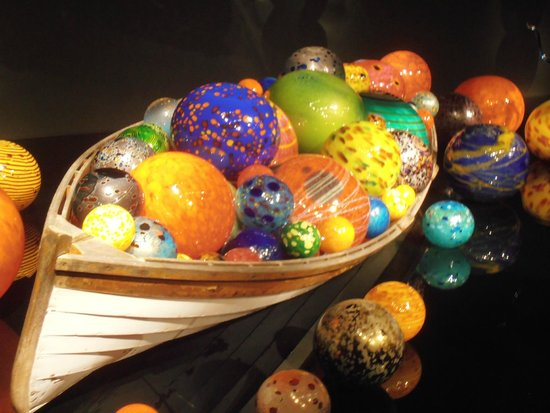 Jardín y cristal Chihuly: Full size boat with balls