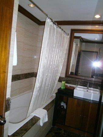 The Kandawgyi Palace Hotel: Bathroom
