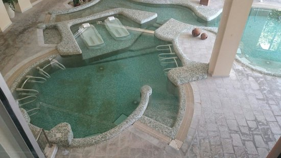 Ayii Anargyri Natural Healing Spa: Extremely dirty!!
