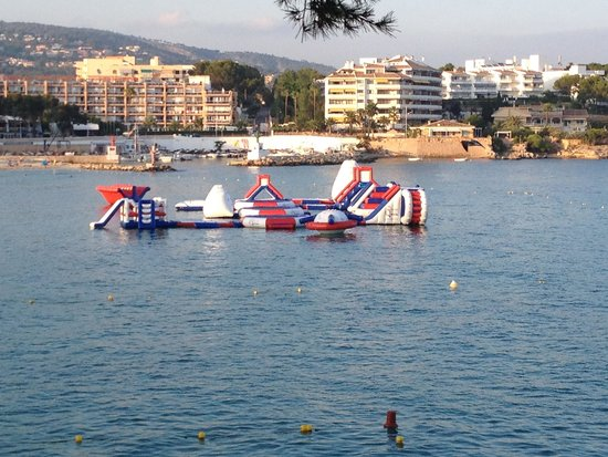 Globales Palmanova : New inflatables at palma nova beach