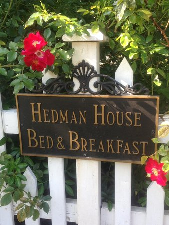 Hedman House, A Bed and Breakfast: The sign on the charming picket fence that surrounds the property.