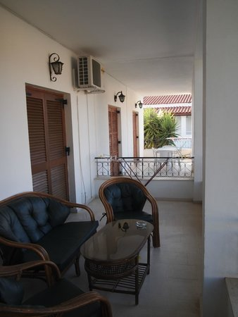 Acharavi Beach Hotel: Terrasse appartement