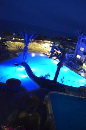 Malama Beach Holiday Village: Piscine de nuit