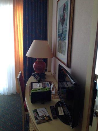 The Monarch Hotel: Camera