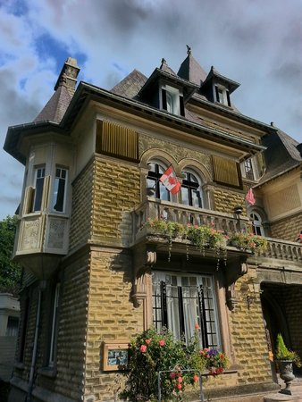 Le Castel Guesthouse: Le Castel Noble guesthouse in Bayeux, France