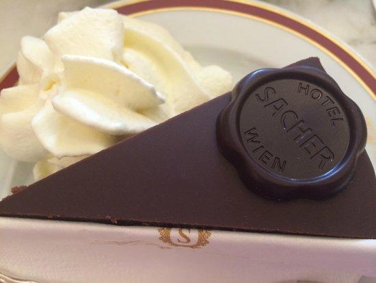 Café Sacher Wien: Кусочек Sacher