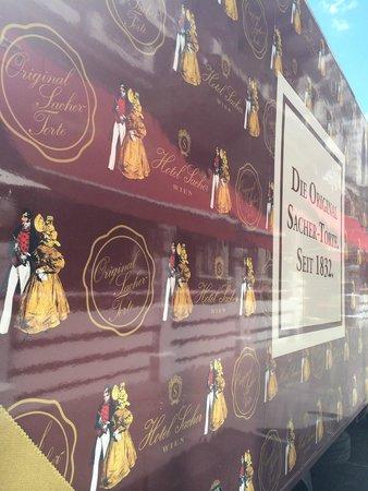 Café Sacher Wien: Фирменный грузовик Sacher