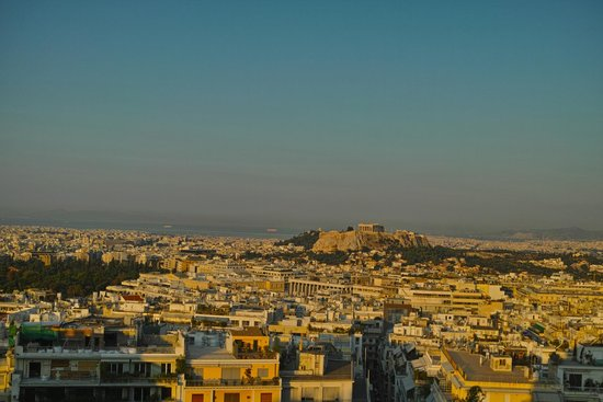 ​St. George Lycabettus Lifestyle Hotel: enjoying the view while having breakfast in the hotel restaurant