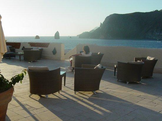 Therasia Resort: La vista dalla terrazza dove fare l'aperitivo