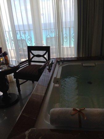 Hyatt Zilara Cancun: Vista banheira