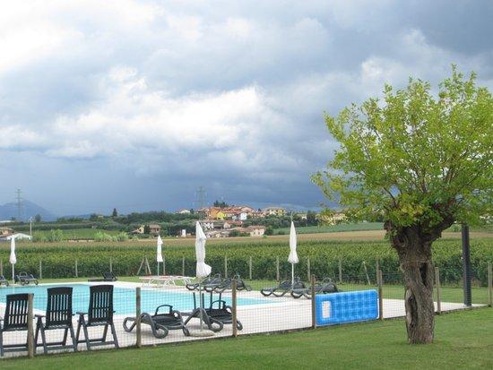 Agriturismo Anna Caterina : giardino e piscina