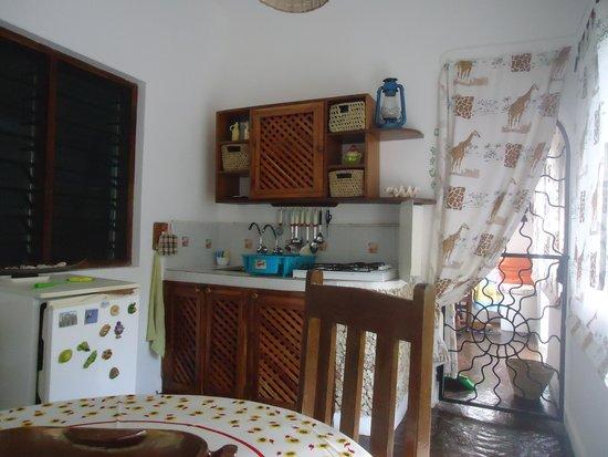 Spazio cucina coperto con angolo cottura - Picture of Twiga House ...