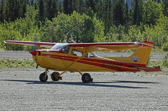 Wrangell Mountain Air - Day Trips: Cessna 172L