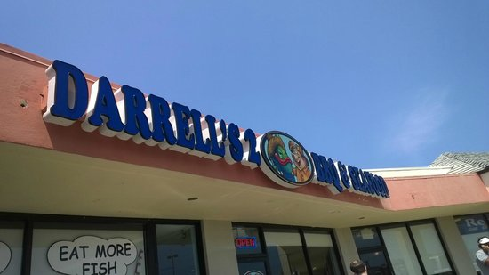 Darrell's 2 BBQ & Seafood : The weird strip mall like exterior