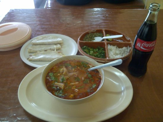 Potrero Viejo: Menudo and some quesadillas