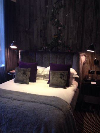 Malmaison London: Beautiful room, although the bed was a bit on the small side